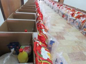 اقلام غذایی رایگان بین مستمندان و نیازمندان شهر خامنه توزیع گردید