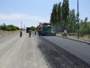 عملیات آسفالت ریزی مسیر حسینی در ادامه طرح خیابان سازی مسیر مذکور آغاز گردید