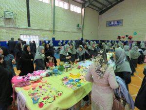 نمایشگاه و بازارچه کار و فناوری در مدرسه نمونه کوثر برگزار شد