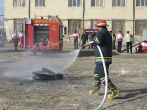 مانور ایمنی در برابر زلزله و کاهش اثرات بلایای طبیعی در شهر خامنه برگزار شد.