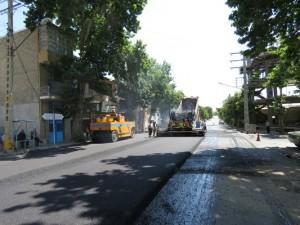 عملیات آسفالت ریزی خیابان ها و معابر شهری به صورت گسترده در سطح شهر خامنه انجام می شود.