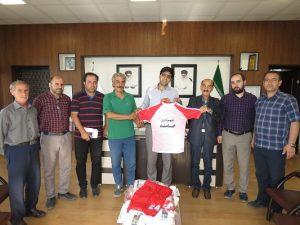 تحویل لباس های ورزشی تیم فوتبال شهرداری خامنه