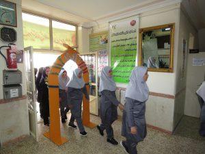 زنگ مهر و مقاومت در مدارس شهر خامنه به صدا درآمد.