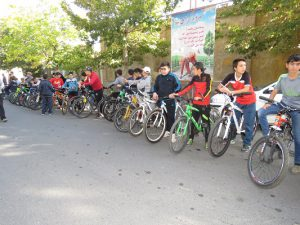 همایش دوچرخه سواری ویژه هفته تربیت بدنی و ورزش در شهر خامنه برگزار شد