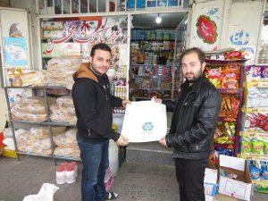 کیسه های پارچه ای در شهر خامنه جایگزین کیسه های پلاستیکی می شوند.