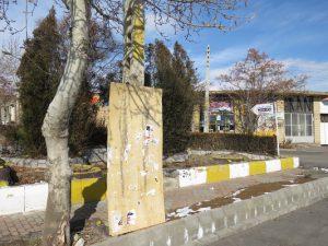 سازه های موقت تبلیغات انتخابات در معابر و خیابان های اصلی شهر خامنه نصب شد